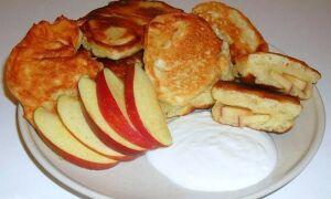 Рецепт оладок з яблуками на дріжджах
