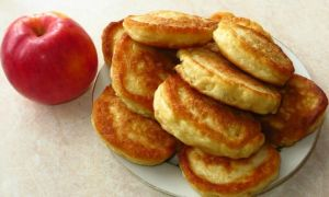 Рецепт оладок з яблуками на молоці