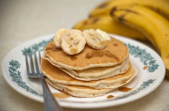 З бананами